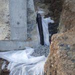 透水管を施工中です。