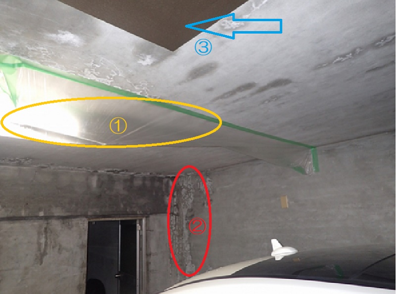 車庫内部 ①ビニールに雨水が溜まっている。 ②漏水による白華 ③止水処理跡