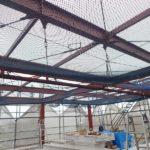 水平ネット取付完了。これで屋根工事も安心です。
