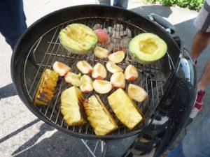 フルーツBBQ。パイナップルは芯まで柔らかくなり食べる事が出来るようになります。