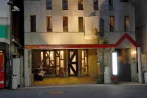 """地域のみなさまに親しまれ、25年間開業していた歯科医院が """"民泊""""Sawanocho Houseに生まれ変わりました。"""