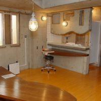302号室~ Sawanocho Houseのメインルームです。 15人くらいのパーティでも余裕です。