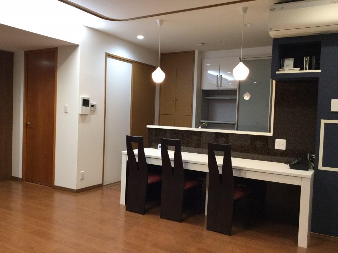 キッチンテーブル:家具工事 / 床材:大建工業アクセルアート