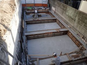 コンクリート乾燥後 型枠解体