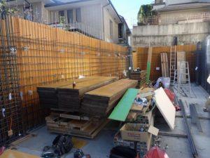 柱・壁の鉄筋組立と型枠組立