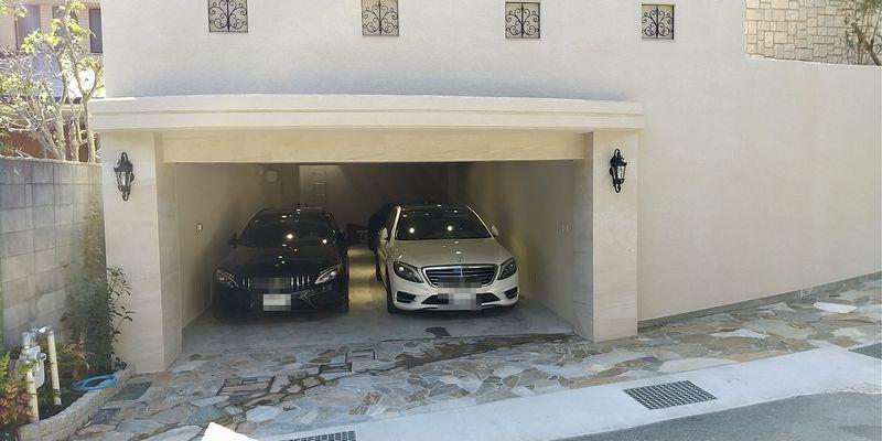 車庫正面:オーバードアオープン