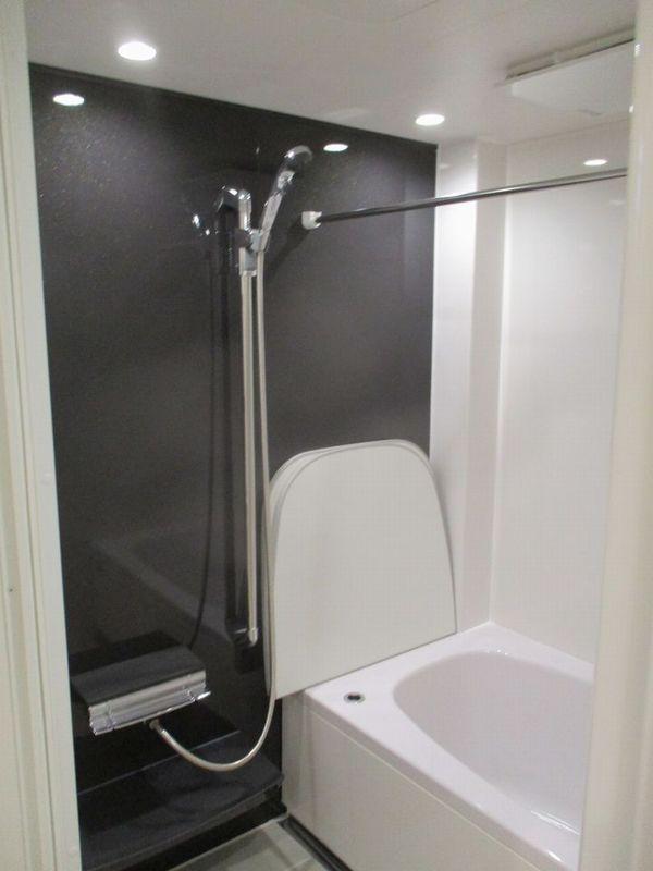 """タカラスタンダード「ぴったり伸びの美浴室」で間口1650mm・奥行き1643mmの建物本来の浴室スペースに合わせた無駄なく""""ぴったり"""" のバスルームに"""