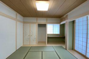 1F和室:奥の板間に書斎コーナーを作りました。襖なごみ709 照明器具オーデリックOL251834