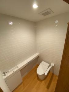 1階トイレ TOTOネオレストDH1 手洗い器 サンワカンパニーレプトカウンター